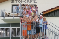 DieGruppe-vor-dem-StoiCafe