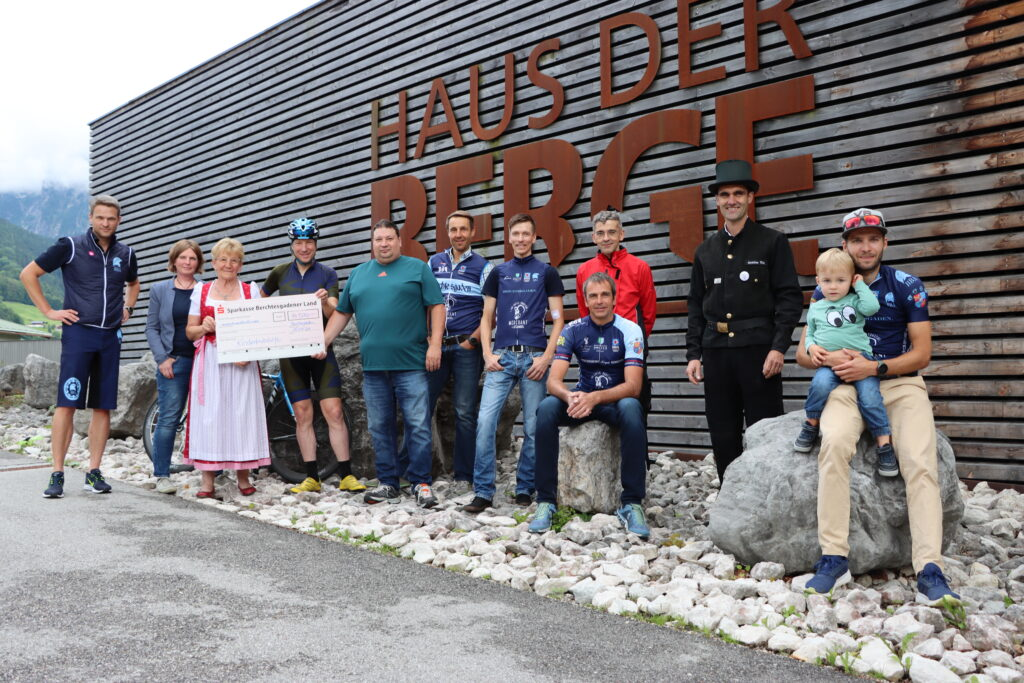 Spendenübergabe mit Martin Nock und der Berchtesgadener Bicycle Association sowie den Kaminkehrern im BGL
